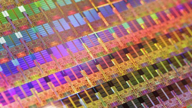 Hace 10 años Intel presentó este disco de silicio que reducía los procesadores de 65nm a 45nm. (GETTY IMAGES)