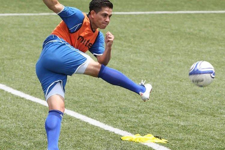 El delantero salvadoreño Rodolfo Zelaya recibió una oferta de un equipo de Catar.(Foto Prensa Libre: Hemeroteca PL)