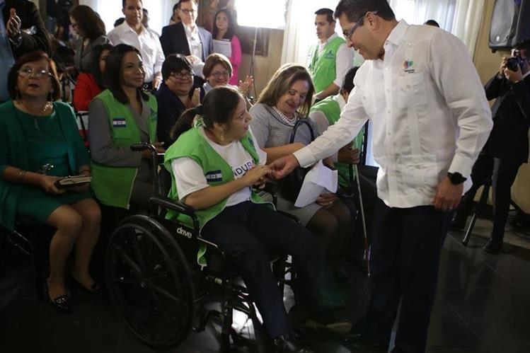 Opositores acusan al presidente de Honduras, Juan Orlando Hernández, de querer permanecer en el poder cuatro años más. (Foto Prensa Libre: EFE).