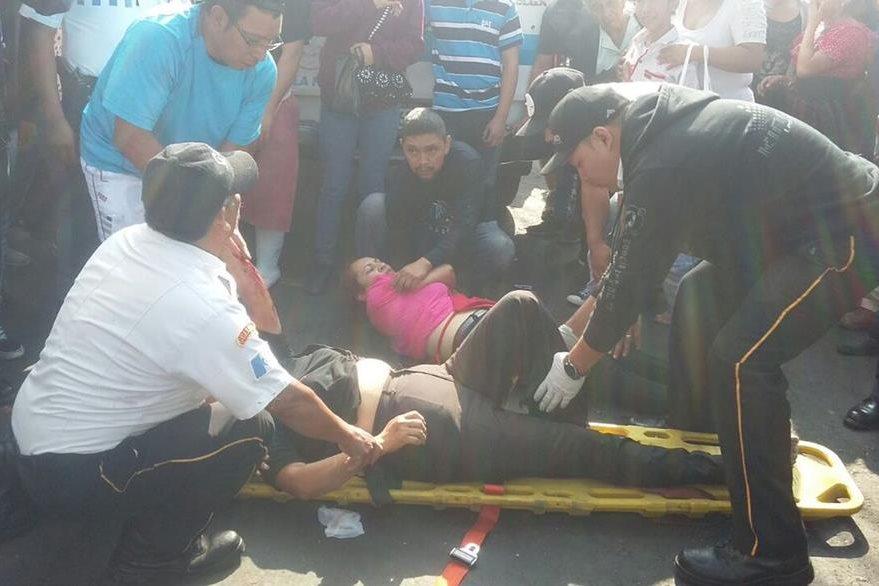 Personas heridas fueron atendidas en el lugar por los cuerpos de socorro y luego trasladadas al hospital. (Foto, Prensa Libre: @SantosDalia)