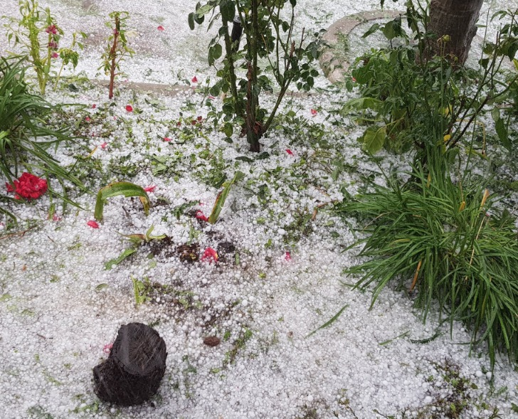 El usuario @Josuehpappa compartió en su cuenta estas imágenes de la granizada en Villa Nueva.