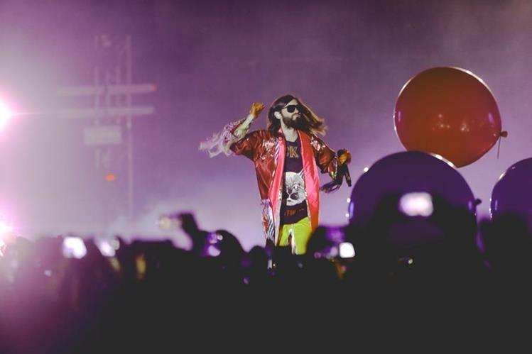 Jared Leto deleitó a los guatemaltecos con su ritmo y estilo durante el concierto en Fórum Majadas. (Foto Prensa Libre: Keneth Cruz)