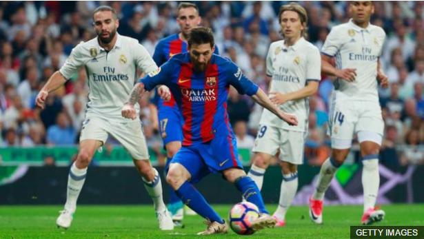 Messi define y marca el primer tanto del Barcelona, el empate transitorio a uno.