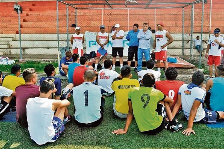 Con nuevo cuerpo técnico, Malacateco se ha preparado para afrontar el Apertura 2015. Toros se entrenaron ayer en el estadio Santa Lucía y recibieron indicaciones de Anchete.