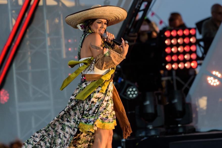 Lila Downs estrenó la canción El demagogo el 15 de octubre durante el concierto Rise Up As One. (Foto Prensa Libre: AP)