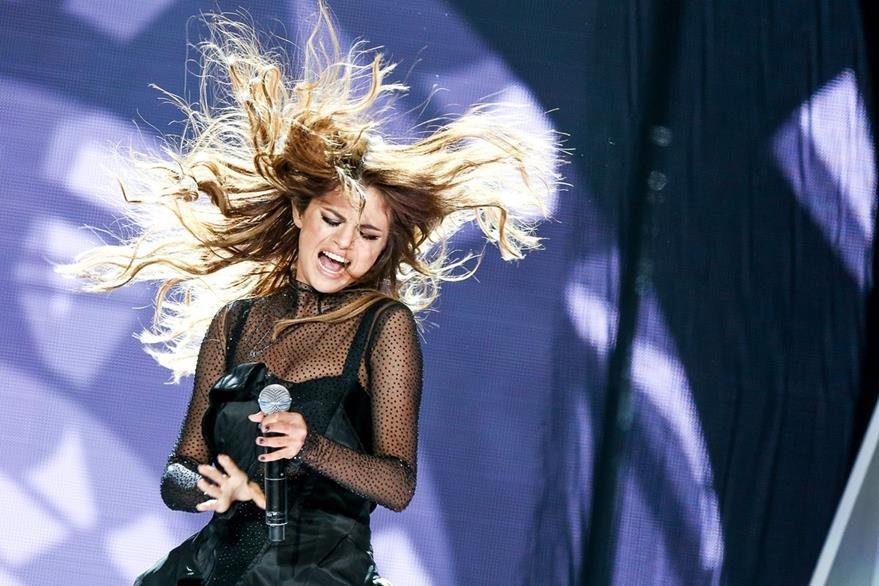 Selena Gomez ganó como Artista Femenina. (Foto Prensa Libre: AP)