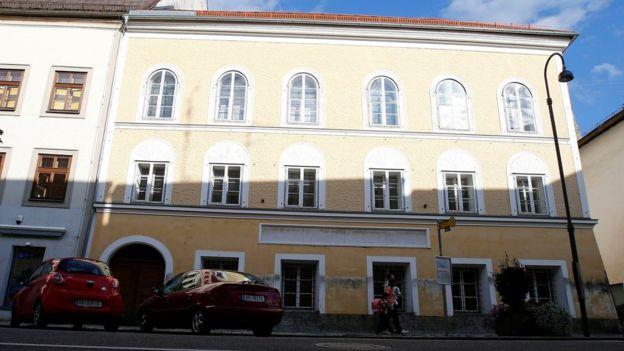 La casona en donde nació Hitler en 1889 aún genera ásperos debates en Austria. REUTERS