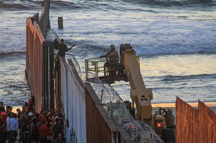 El presidente Donald Trump movilizó a cientos de soldados estadounidenses a la frontera, debido a la caravana de migrantes.