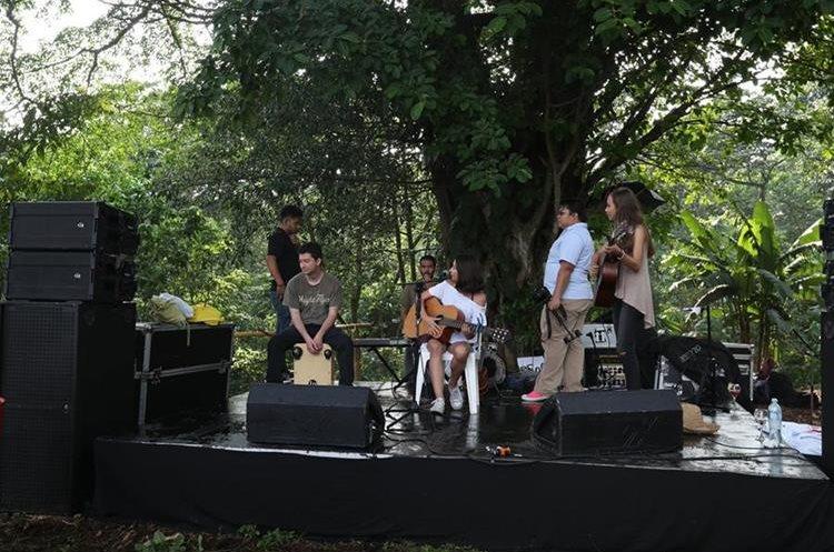 Durante el día, los asistentes pudieron disfrutar de distintos conciertos en vivo. (Foto Prensa Libre: Anna Lucía Ibarra).