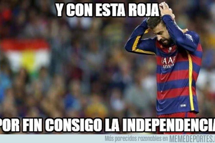 El jugador del FC Barcelona Gerard Piqué volvió a ser blanco de las críticas en los populares memes. (Foto Prensa Libre: Redes)