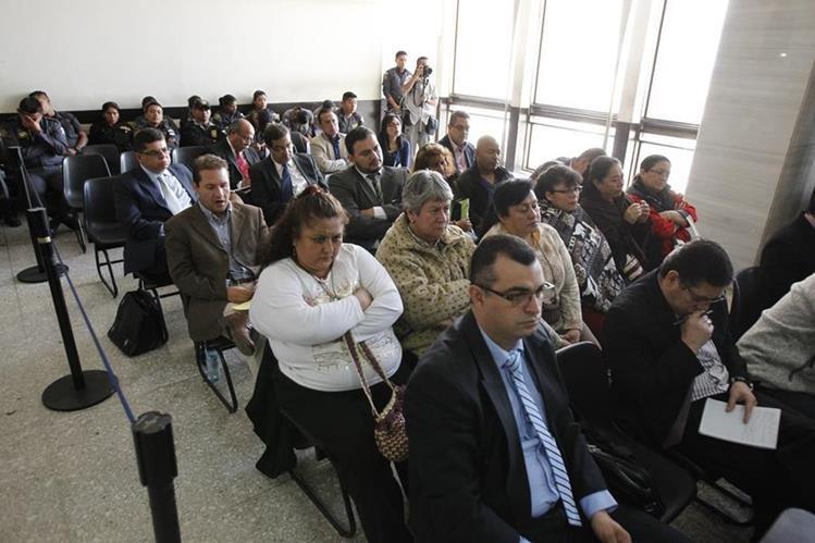 Afectados por el mal servicio de Pisa acuden a las audiencias judiciales. (Foto Prensa Libre: Hemeroteca PL)