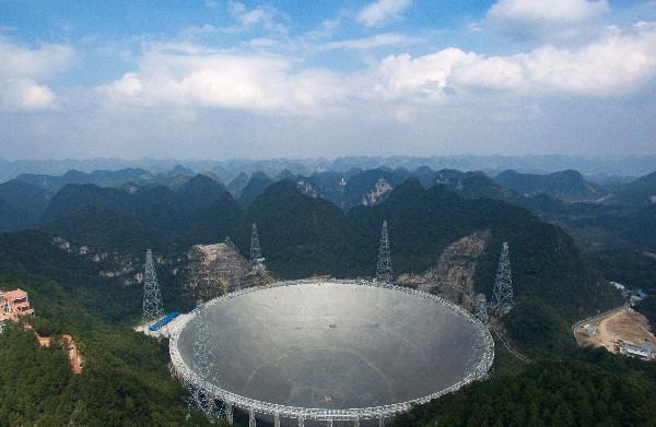 Telescopio se halla en Pingtang,provincia de Guizhou, China.(AFP).