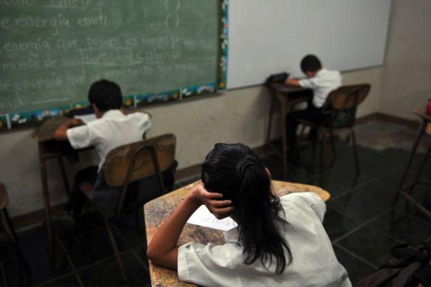 """Las iglesias católica y evangélicas rechazaron al unísono la """"Educación para la afectividad y sexualidad integral"""". GETTY IMAGES"""