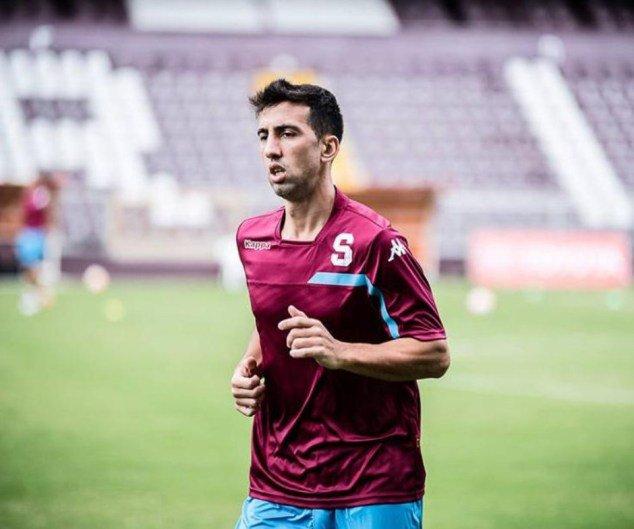 Mariano Torres estará fuera seis meses por una reacción violenta. (Foto Prensa Libre: Twitter Teletica)