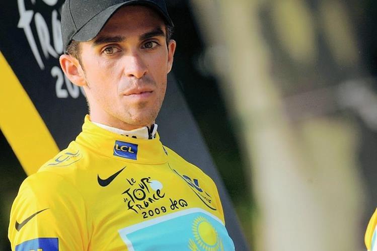 El español Alberto Contador le apunta al suéter de color amarillo en el Tour de Francia que comienza el sábado. (Foto Prensa Libre: Hemeroteca PL)