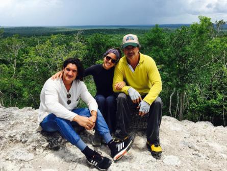 Ricardo Arjona junto a sus hijos Ricardo y Adria. (Foto Prensa Libre: Instagram Adria Arjona)