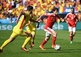 Rumania y Suiza empataron 1-1 en el segundo partido de la jornada de este miércoles en la Eurocopa. (Foto Prensa Libre: EFE)