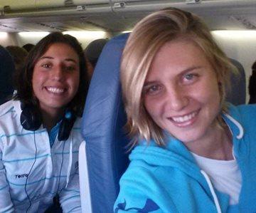 Las nadadoras Gabriela Santis y Gisela Morales viajaron hoy a Estados Unidos. (Foto Prensa Libre: Cotesía Gisela Morales)