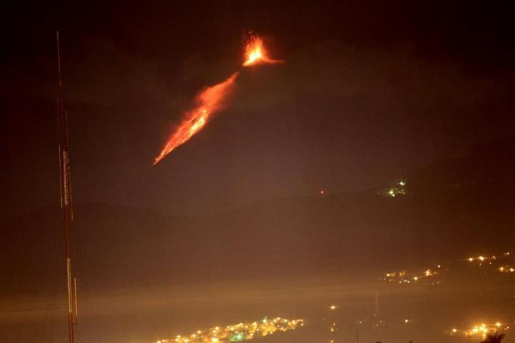 Vista del volcán desde el centro capitalino. (Foto Prensa Libre: Antonio Jiménez)