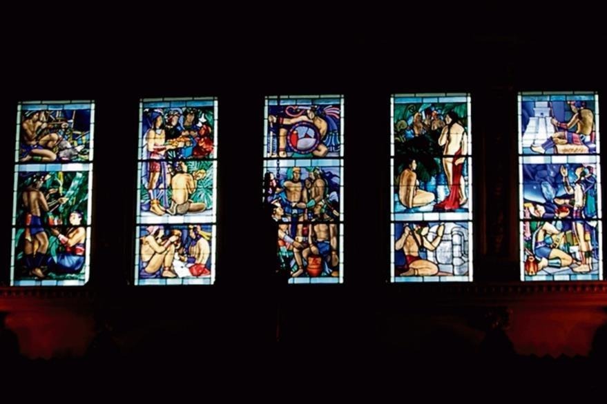 En  2008   se comenzó con un proyecto de restauración de los vitrales de Palacio. Una creación del artista Julio Urruela Vásquez (1910-1990).