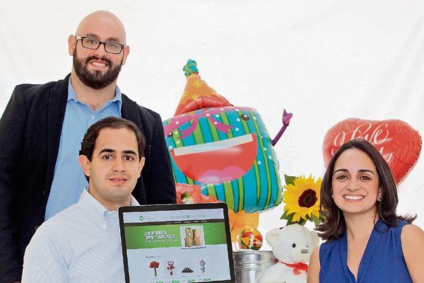 Los hermanos José Fernando, Andrés y Mariana buscan tener éxito en la venta de productos en línea.