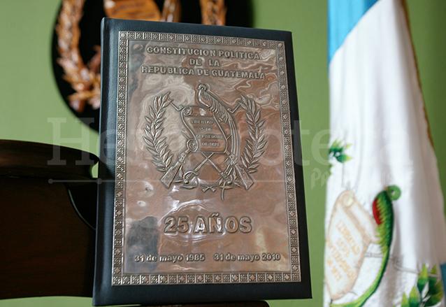 Una de las primeras copias de la Constitución también se resguarda en la Corte de Constitucionalidad. (Foto: Hemeroteca PL)