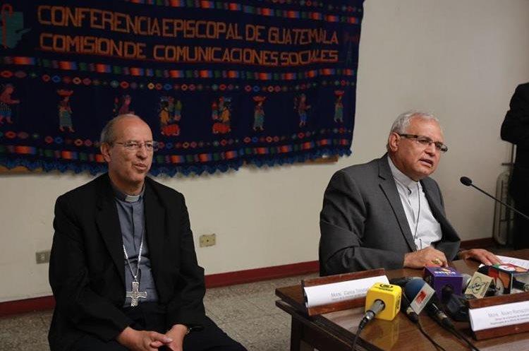 Monseñor Carlos Trinidad junto a monseñor Álvaro Ramazzinni durante una conferencia de prensa en 2015. (Foto: Hemeroteca PL).