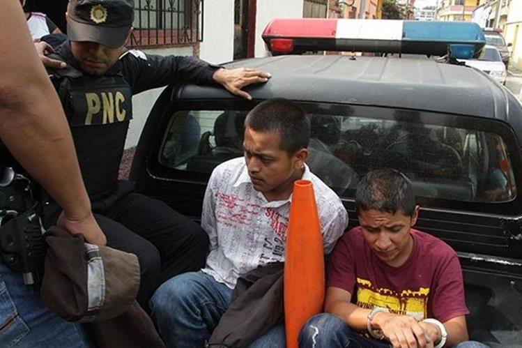 La Policía detuvo a menores que aparentemente estarían vinculados con la banda Solo para locos. (Foto Prensa Libre: PNC)