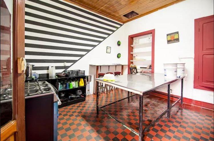 Otro ejemplo de anfitrión Airbnb en Guatemala es el Theatre International, ubicado en la Zona 1 capitalina. Tiene capacidad para alojar a varios huéspedes y diferentes ambientes sociales desde US$20. (Foto Prensa Libre: Airbnb Guatemala)