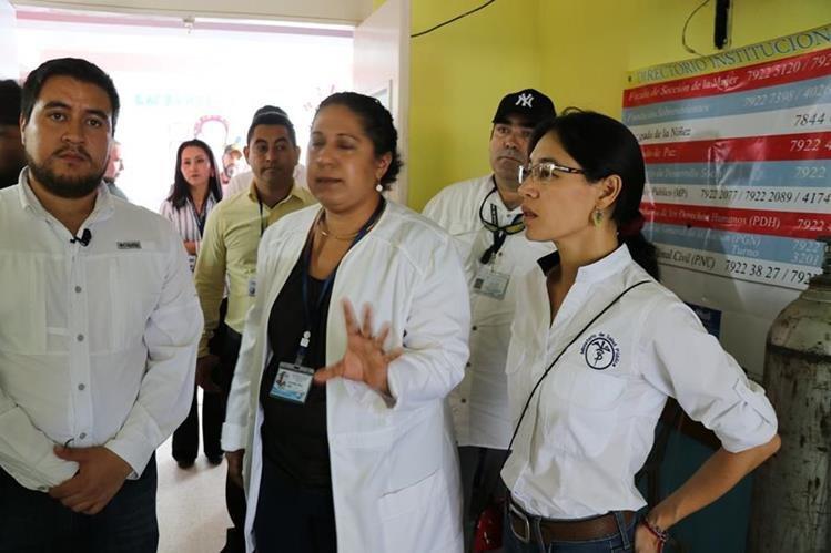 La exministra de Salud, Lucrecia Hernández, visitó el Hospital Nacional de Jalapa la semana pasada. (Foto Prensa Libre: Hugo Oliva)