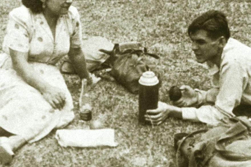 El joven Guevara junto a su esposa Hilda Gadea en una excursión a Guatemala. (Foto: Hemeroteca PL)