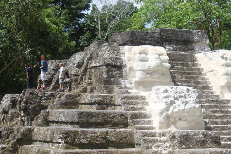 Plaza principal de Uaxactún, de donde se observará el evento astral. (Foto Prensa Libre: Rigoberto Escobar).