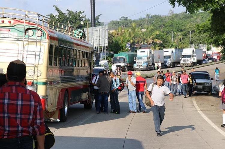 Largas filas de vehiculos por varios kilometros se formaron en la ruta al Atlantico con destino al interior del pais.
