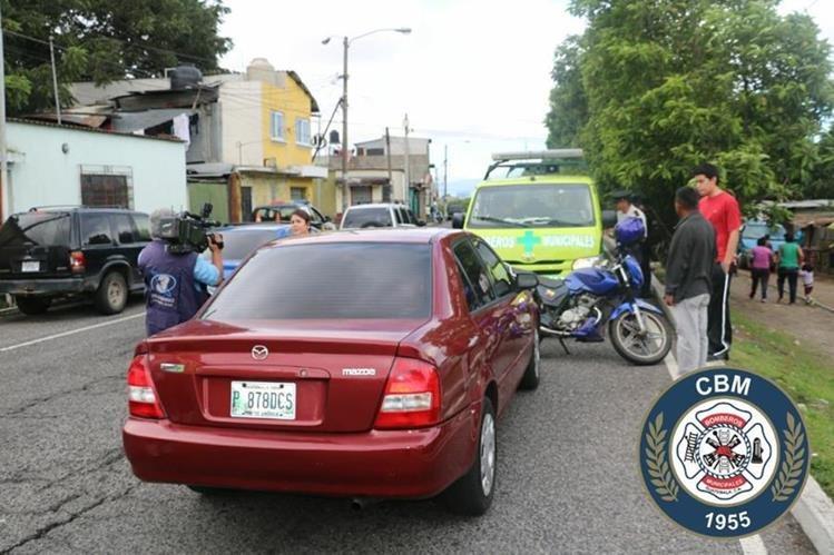 Ataque armado en la calzada Atanasio Tzul, zona 12 de la capital, dejó una persona herida. (Foto Prensa Libre: Bomberos Municipales)