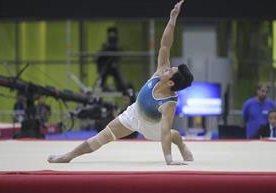El gimnasta guatemalteco Jorge Vega gana oro en piso, en Barranquilla 2018.