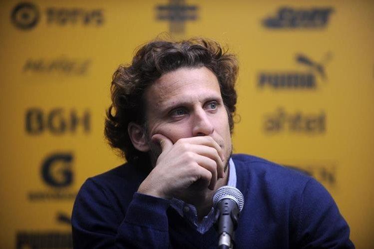 Diego Forlán cuenta con un basto palmarés futbolístico y ansía seguir jugando. (Foto Prensa Libre: AFP)