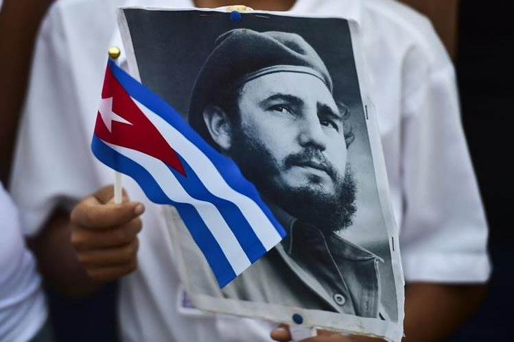 La canción dedicada a Fidel Castro fue escrita por el cantautor cubano Raúl Torres. (Foto Prensa Libre: AFP)