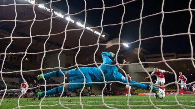 El colombiano Radamel Falcao falló su primer penalti en la Liga de Campeones el pasado martes. (Getty Images)