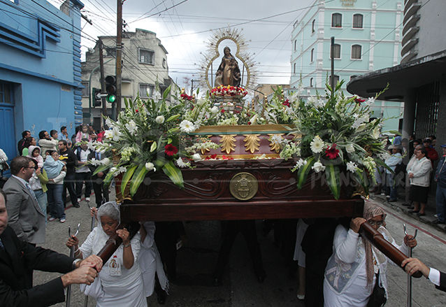 El 29 de enero de 2012 la Virgen de La Merced salió en procesión por el Bicentenario de su templo. (Foto: Hemeroteca PL)