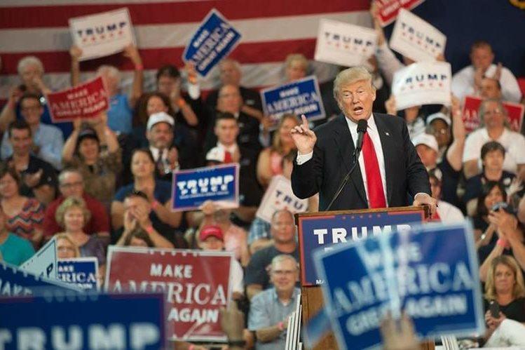 Trump arremetió contra la Prensa por publicaciones de que está deprimido. (Foto Prensa Libre: AFP)
