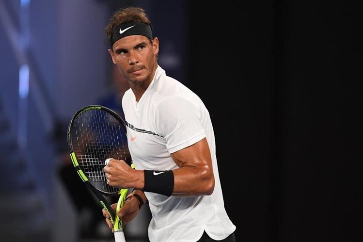 El español Rafael Nadal celebra después de lograr un punto en el juego contra Gael Monfils. (Foto Prensa Libre: AFP)