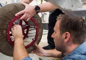 La Superelastic Tire fue creada a partir de la tecnología usada en los vehículos espaciales llevados a Marte. Foto: NASA Glenn