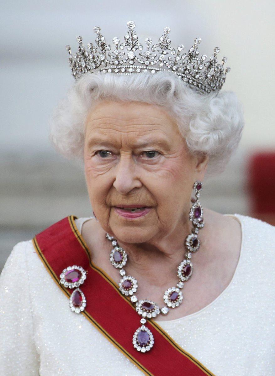 Isabel II batirá el tiempo de su tatarabuela Victoria en el trono: 63 años, siete meses y dos días, entre 1837 y 1901.(Foto Prensa Libre: EFE).