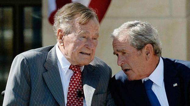 El presidente George Bush tuvo cuatro varones (uno de los cuales le siguió los pasos en la Casa Blanca) y dos hembras con su esposa Bárbara. (GETTY IMAGES)
