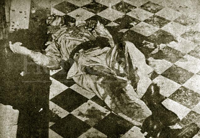Cadáver de Romeo Vásquez Sánchez, cuya muerte tampoco fue esclarecida ya que la única hipótesis era el suicidio tras haber cometido el crimen. (Foto: Hemeroteca PL)