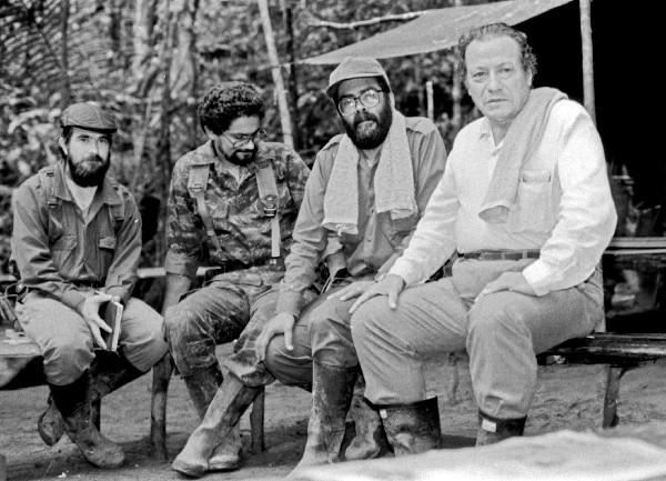 Fotografía tomada en los años 80 de de los fundadores de las Farc.
