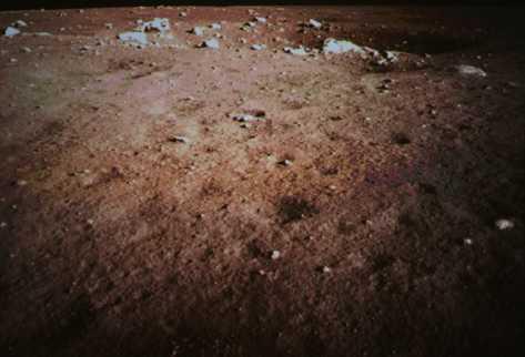 Una imagen de la superficie de la Luna tomada por la cámara de a bordo de la sonda lunar Chang\