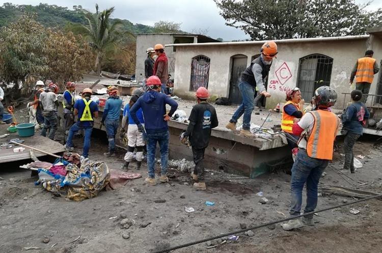 Algunas estructuras en San Miguel Los Lotes aún se logran ver pero otros quedaron totalmente soterradas. (Foto, Prensa Libre: Carlos Paredes).