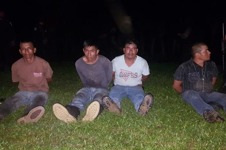 Capturan a cuatro supuestos narcotraficantes en Izabal. (Foto Prensa Libre: PNC)