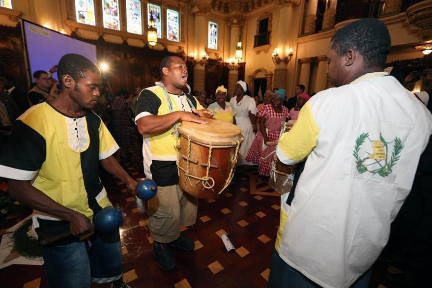 Grupos de garífunas realizaron presentaciones artísticas. (Foto Prensa Libre: SCSPR)